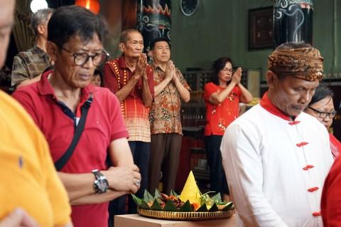 Keturunan Tionghoa di Yogyakarta Tumpengan Imlek