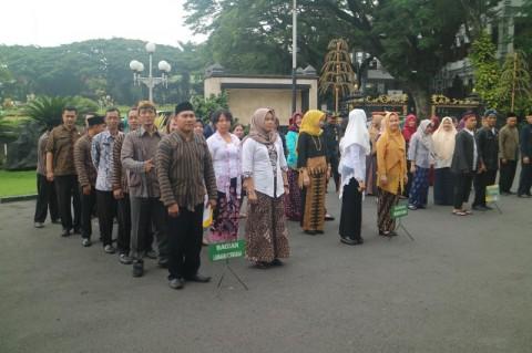 Pemkot Malang Wajibkan ASN Gunakan Baju Daerah