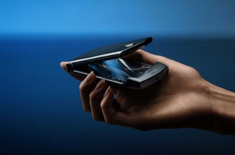 Motorola Tunda Penjualan Razr Layar Lipat