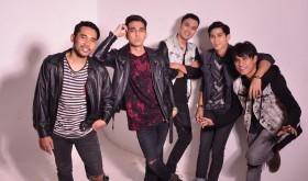 Naga Mundur sebagai Vokalis Band Lyla