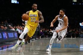LeBron James <i>Triple-Double</i>, Lakers Kalahkan Nets