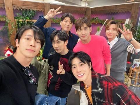 TVXQ dan Super Junior Abadikan Perjalanan di Indonesia Melalui Analog Trip