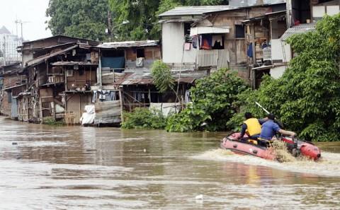 Debit Air di Sungai Ciliwung Normal
