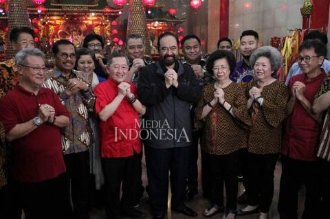 Jelang Imlek, Surya Paloh Kunjungi Klenteng Xian Ma Makassar