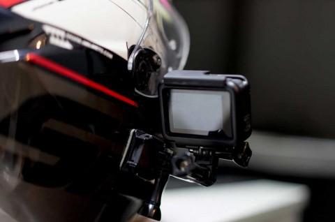 Trik Memasang Action Cam di Helm
