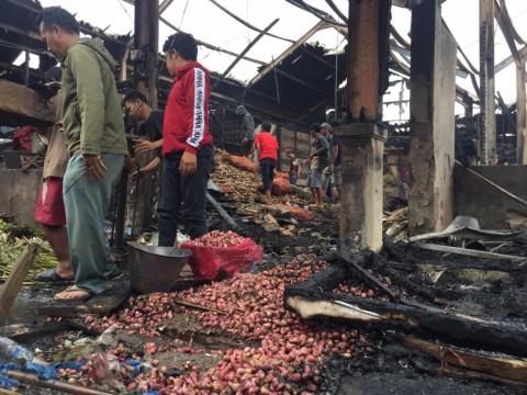 48 Kios di Pasar Caringin Bandung Terbakar