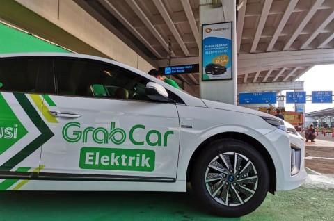 Mau Naik GrabCar Electric dari Bandara?