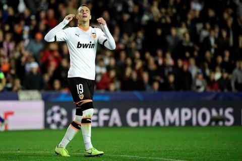 Barcelona Bidik Striker Valencia untuk Gantikan Suarez