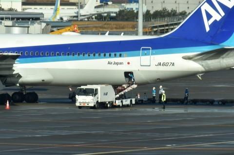 Warga Jepang yang Dievakuasi dari Wuhan Tiba di Tokyo