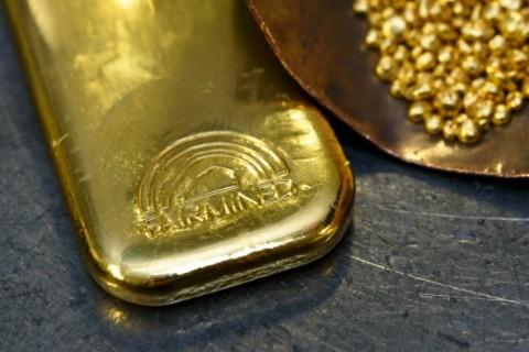 Dolar AS Gerus Kemilau Emas Dunia