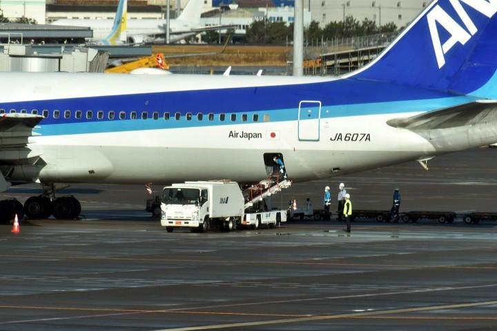 Pesawat Pembawa Warga Jepang dari Wuhan Tiba di Tokyo