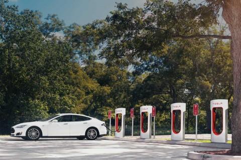 Gara-Gara Korona, Tesla Gratiskan Supercharger di Tiongkok