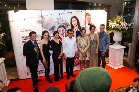 Menparekraf dan Selebriti Hadiri Gala Premier Film Temen Kondangan