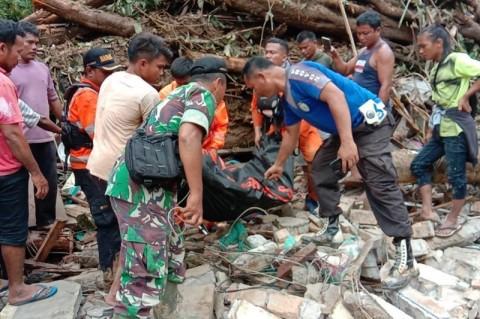 Banjir di Tapanuli Tengah Menewaskan 7 Orang
