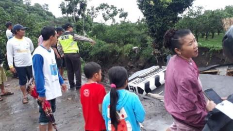 Jembatan Ambruk, Akses Dua Desa di Malang Putus