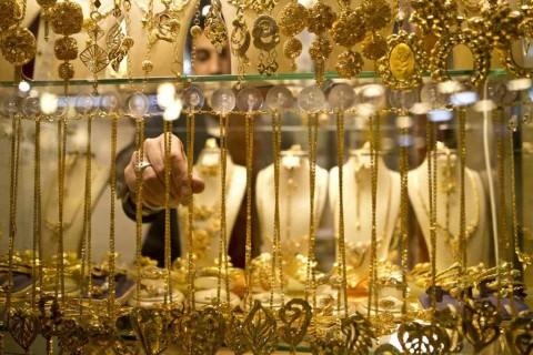 Harga Emas Melonjak Ditopang Jatuhnya Saham di AS