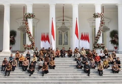 Jokowi Minta Menteri Kerja Lebih Cepat