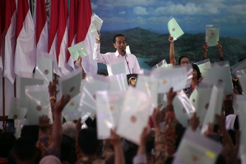 Jokowi Bagikan 2 Ribu Sertifikat Tanah di Kulon Progo