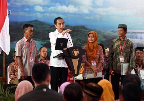 Jokowi Instruksikan Penyertifikatan Tanah Warga Digenjot