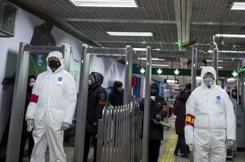 Tiongkok Lanjutkan Produksi Masker di Tengah Wabah Korona
