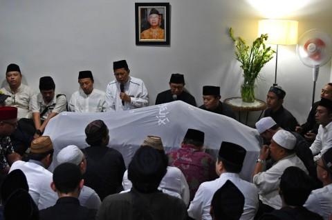 Jenazah Gus Sholah Dibawa ke Jombang