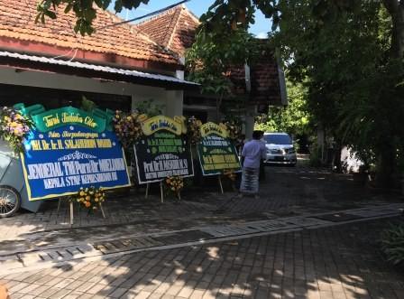 Ponpes Tebuireng Banjir Karangan Bunga untuk Gus Sholah