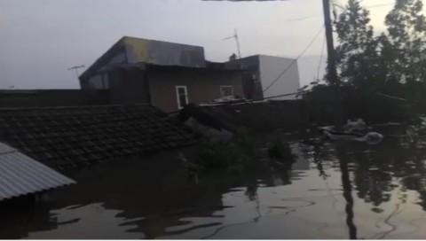 Tanggul Kali Angke Tangerang Jebol