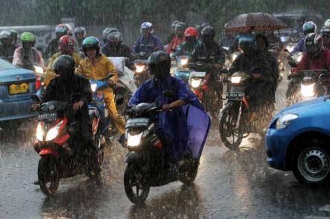 Bikers Jangan Sembarang Menerobos Genangan Air