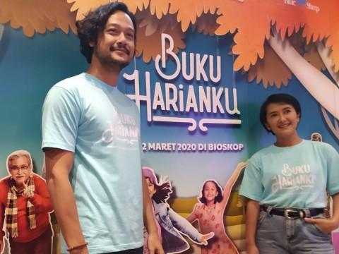 Dwi Sasono dan Widi Mulia Belajar Bahasa Isyarat demi Film Buku Harianku