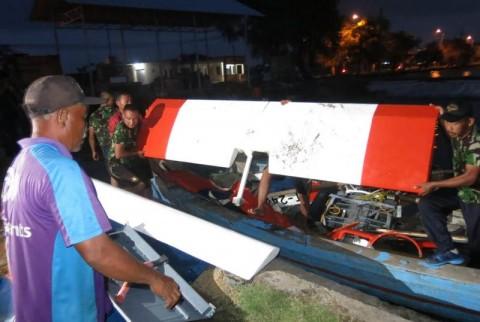 Pesawat Latih TNI AL Mendarat Darurat di Sidoarjo