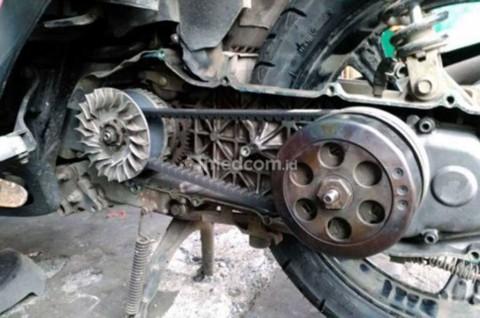 Begini Perawatan Motor Matic di Musim Hujan
