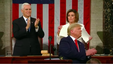 Ketua DPR AS Robek Naskah Pidato Trump