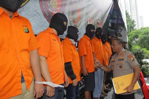 Polisi Ringkus 8 Tersangka Pembobol Rekening Ilham Bintang