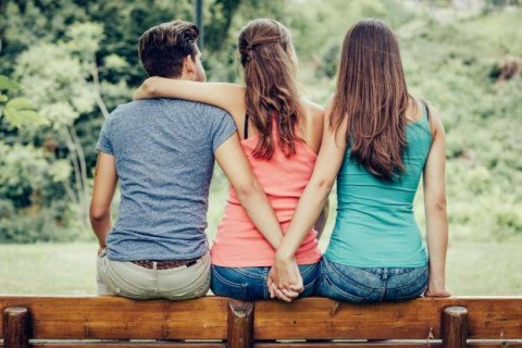 Laki-laki dan Perempuan Punya Motif yang Sama saat Berselingkuh