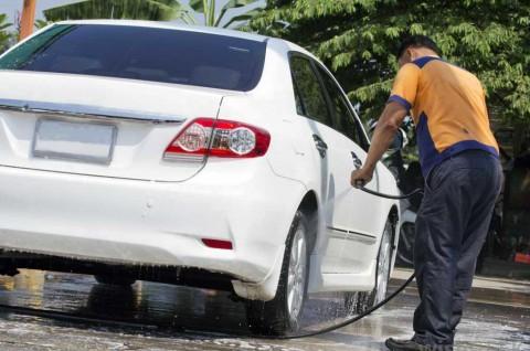 Benarkah Mobil Warna Putih Butuh Perawatan Ekstra?