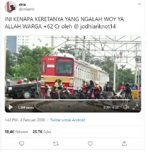 [Cek Fakta] Benarkah Kereta KRL di Bekasi Mengalah dan Membiarkan Kendaraan Lain Melintas? Ini Faktanya