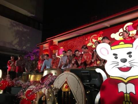 Nadiem:  <i>Gong Xi Fa Cai, Xin Nian Kuai Le</i>