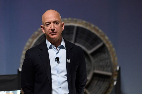 Jeff Bezos Berselisih dengan Ekonom Gedung Putih?