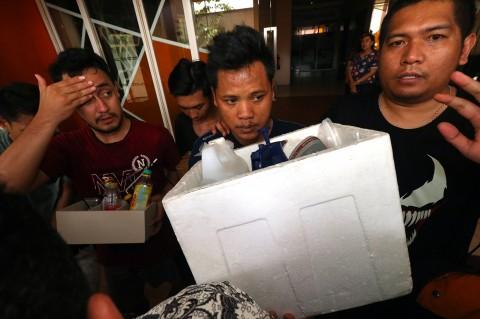 Polisi Gerebek Tempat Pembuatan Ganja Sintetis di Surabaya