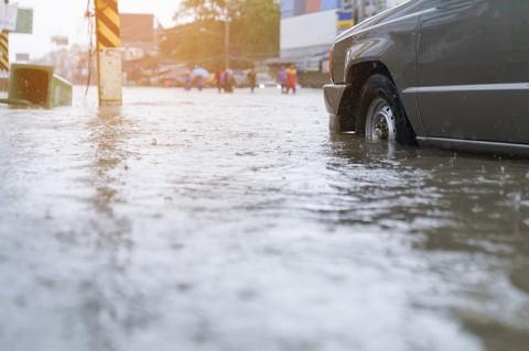 Banjir, Jalan Letjen Suprapto Tak Bisa Dilintasi Kendaraan