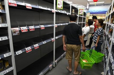 Khawatir Korona, Warga Singapura Ramai-Ramai Berbelanja