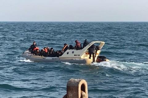 Lebih dari 100 Imigran Dicegat di Selat Inggris