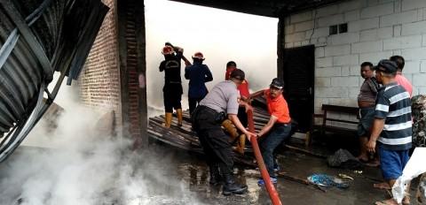 Gudang Industri Tali Rafia di Sidoarjo Terbakar