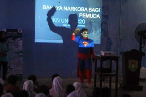 Superman dari UNS Sosialisasikan Bahaya Narkoba ke Siswa SD