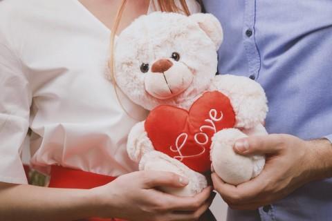 Suka Travelling Bareng Istri, Ini Hadiah Valentine untuk Dia