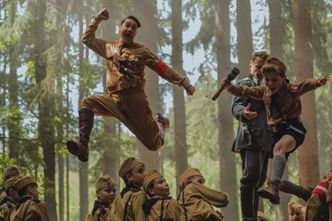 Taika Waititi Persembahkan Piala Oscar untuk Anak Pribumi