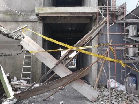 Bangunan Tiga Lantai di Jaktim Ambruk