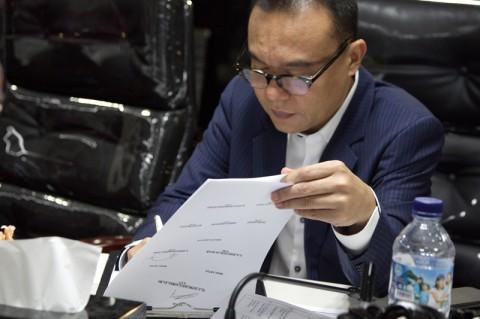 Draf <i>Omnibus Law</i> Tak Kunjung Tiba ke Legislator