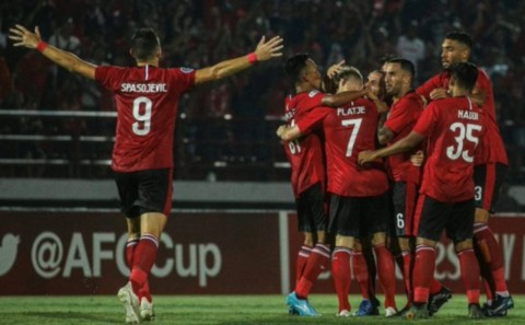 Brace Melvin Platje Bantu Bali United Hajar Than Quang Ninh