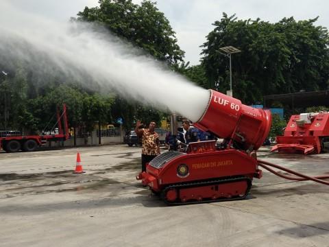 DKI Uji Coba Robot Pemadam Kebakaran